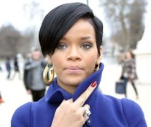 Rihanna-ne-arata-degetul-mijlociu-foto