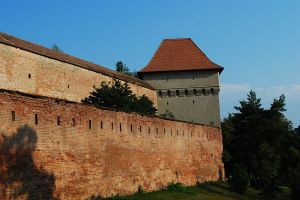 1024px-RO_MS_Targu_Mures_fortress_wall_1