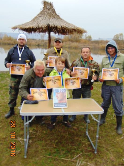 2 Castigatorii concursului de pescuit.JPG