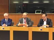 presedintele-parlamentului-european-martin-schultzla-mijloc