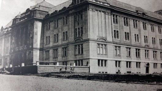 3. Școala de fete, ulterior Liceul Papiu.jpg
