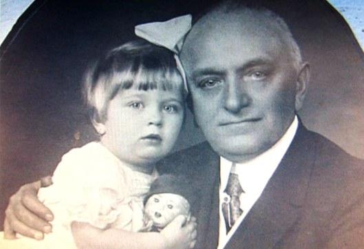 4. Primarul Bernady si fiica-sa.jpg