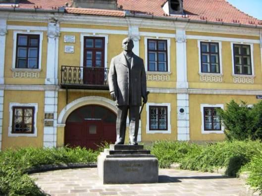 5. Statuia primarului Bernady.jpg