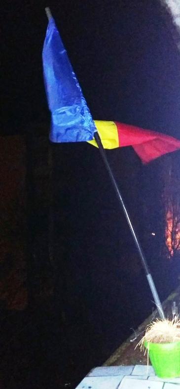 drapelul din balcon.jpg