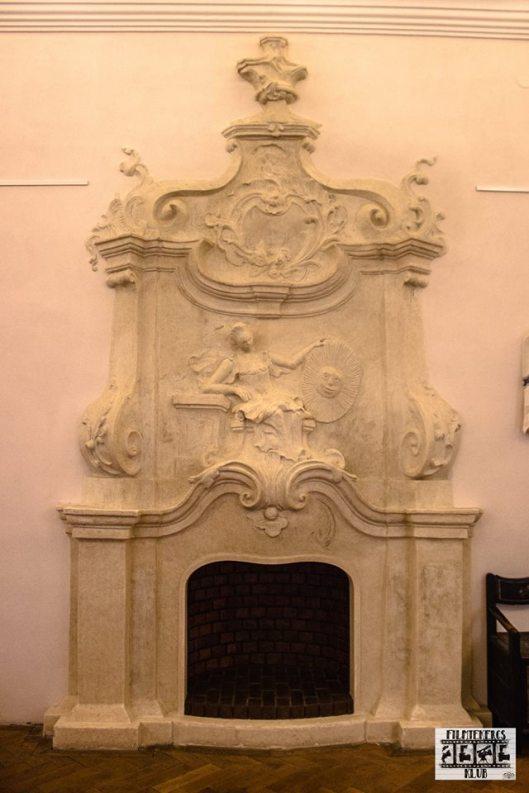soba de teracota din palat.jpg